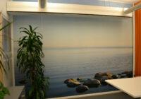 Valokuvatapetin asennus toimistoon Helsingissä.